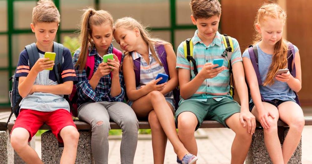 Contrato entre padres e hijos para el uso del móvil